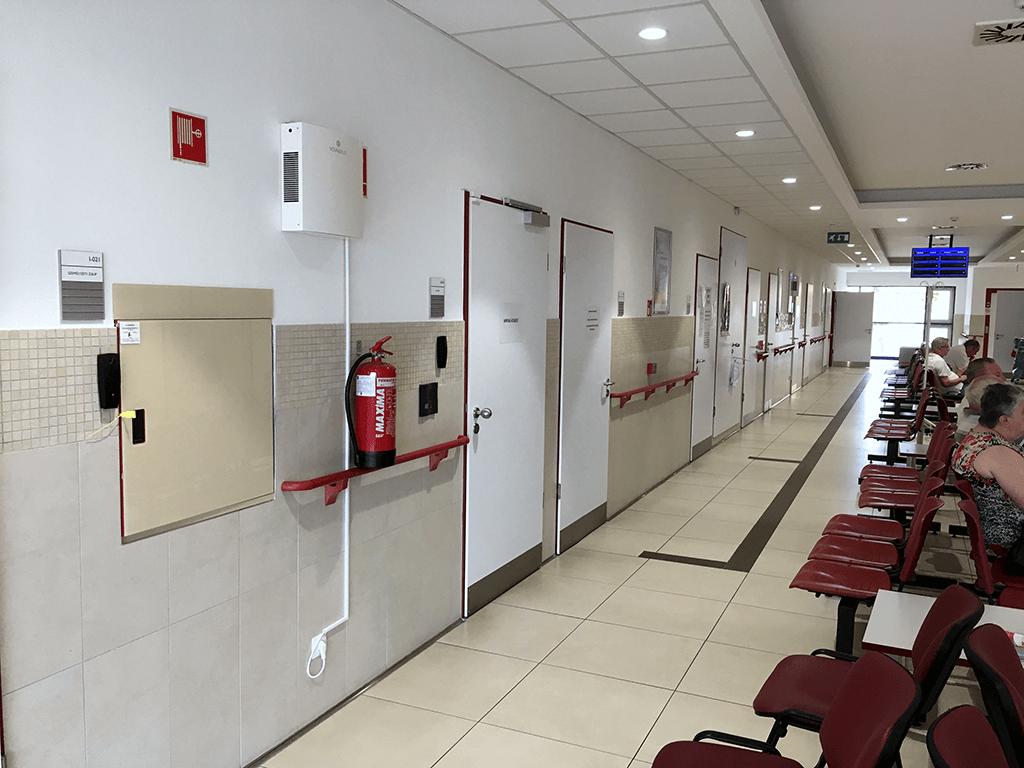 Novaerus plazmatechnológiás légtisztító a csornai Margit Kórház betegvárójában